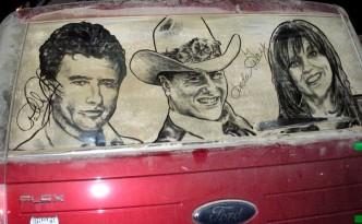 Spalatorie auto Targu Mures: alternativa la desene in praful de pe masina Dallas