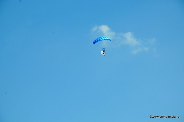 Logo www.complexvia.ro pe cer, intr-un eveniment aviatic la Targu Mures
