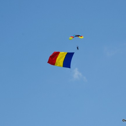 Miting aviatic la Targu Mures, Steagul Tricolor intr-un eveniment sustinut de Complex Via