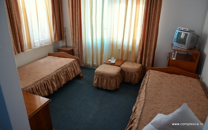 Cazare in Targu Mures in camera dubla cu mic dejun inclus la Complex Via Hotel usor de gasit pe harta Tg Mures, chiar la intrare in oras