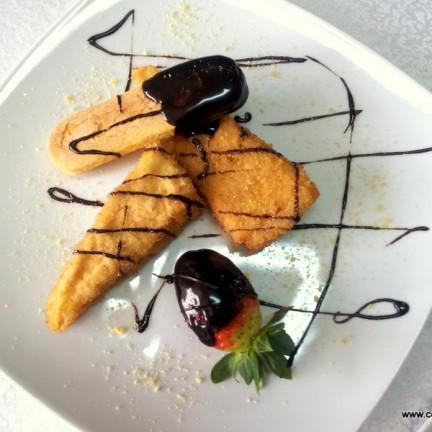 desert la Restaurant Via piscot cu ciocolata si capsuni